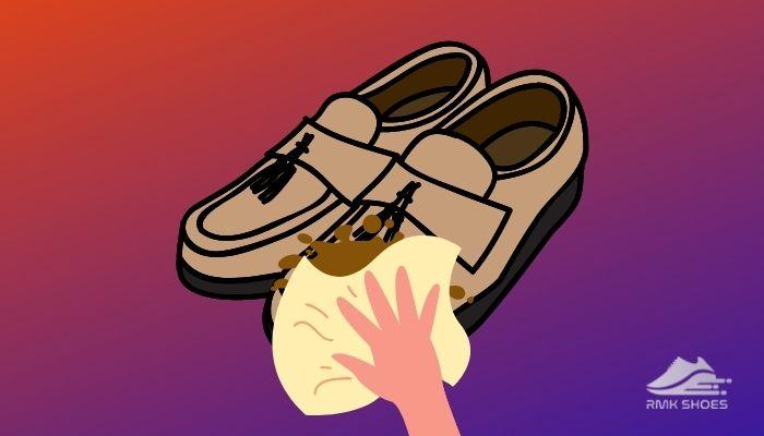 removing-mud-of-velvet-shoes